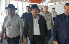 Evo Morales (en el centro), tras llegar al aeropuerto internacional de Ezeiza (Argentina)_Foto: Carlos Girotti/EFE